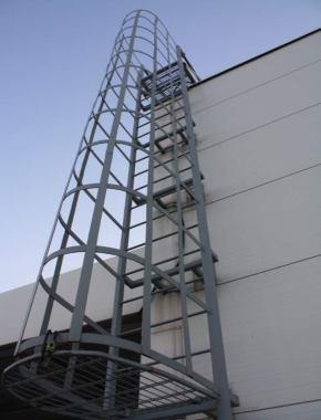 П-1.2 Вертикальная пожарная лестница с ограждением