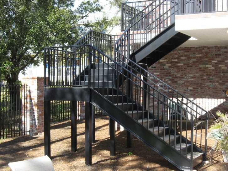 наружная металлическая лестница