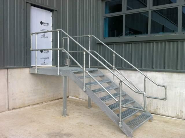 эвакуационные лестницы в общественных зданиях
