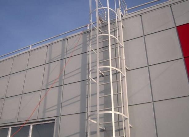 лестница вертикальная пожарная металлическая